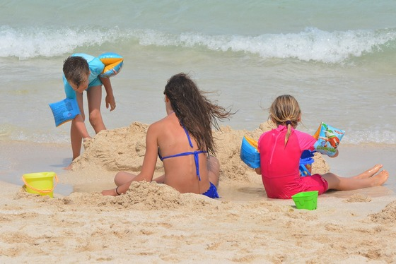 images/Family-getaway-on-beach.jpg