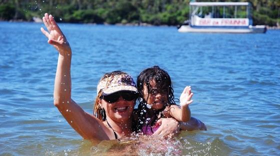 images/Mum-daughter-fun-in-water.jpg