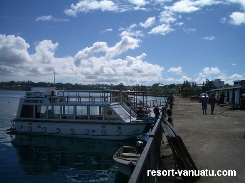 images/Port-Vila-boat-dock.jpg