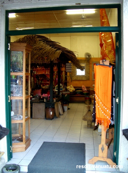 images/Port-Vila-souvenir-shop.jpg