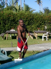 images/pool-cleaning-180.jpg